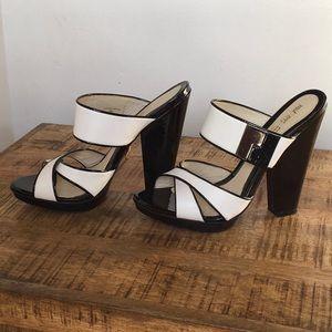 Gorgeous L.A.M.B. White & Black Sandals 9
